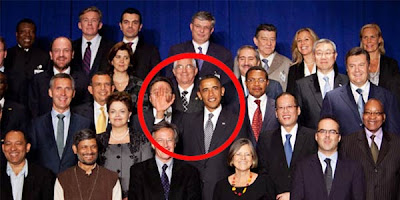 Lambaian Tangan Obama Yang Menghebohkan