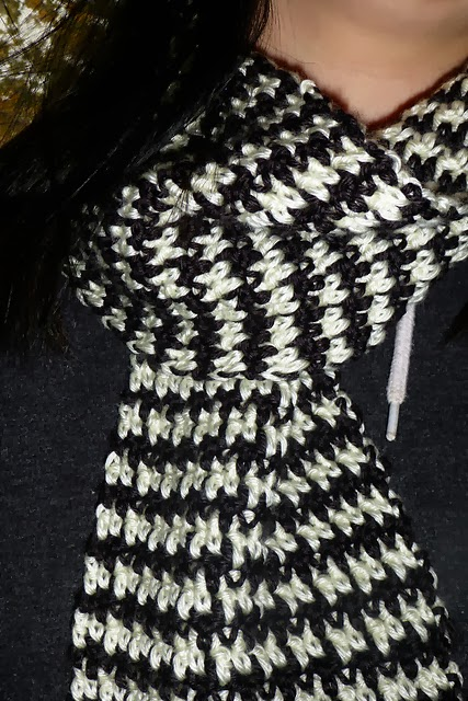 Knitting Pattern For Houndstooth Scarf : Winnies Creative Corner: FO Friday - Houndstooth Crochet Scarf
