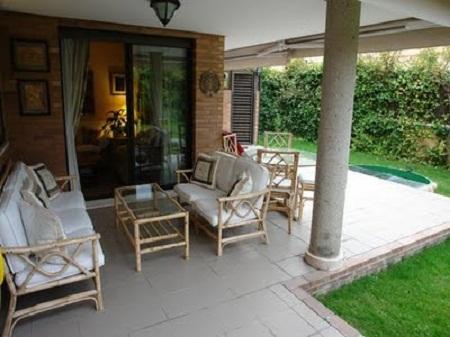 Fusion de espacios exteriores e interiores for Terrazas traseras