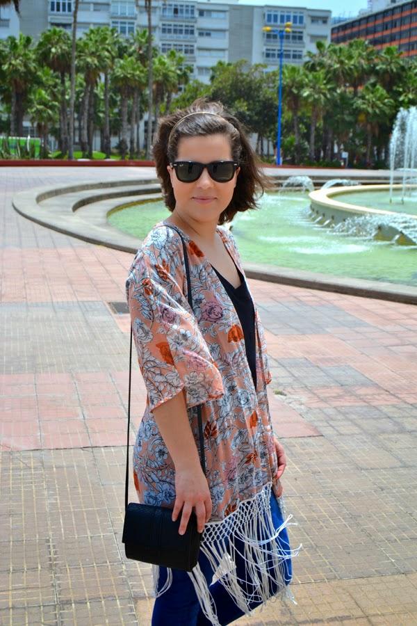 look_kimono_flores_flecos_romanas_mango_como_combinar_lolalolailo_01