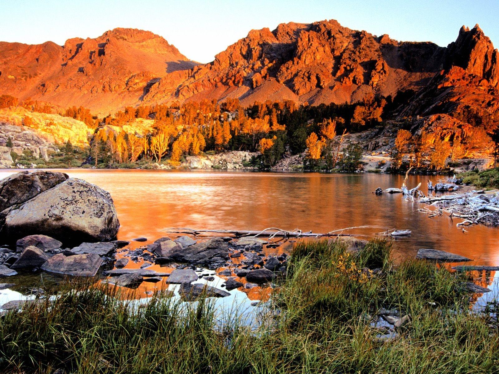 http://4.bp.blogspot.com/-18NRaHyBfqo/TtYyDiXf04I/AAAAAAAAEUM/YHu3u3AmUGg/s1600/virginia-lakes-sierra-nevada-mountains-califor-1600x1200.jpg