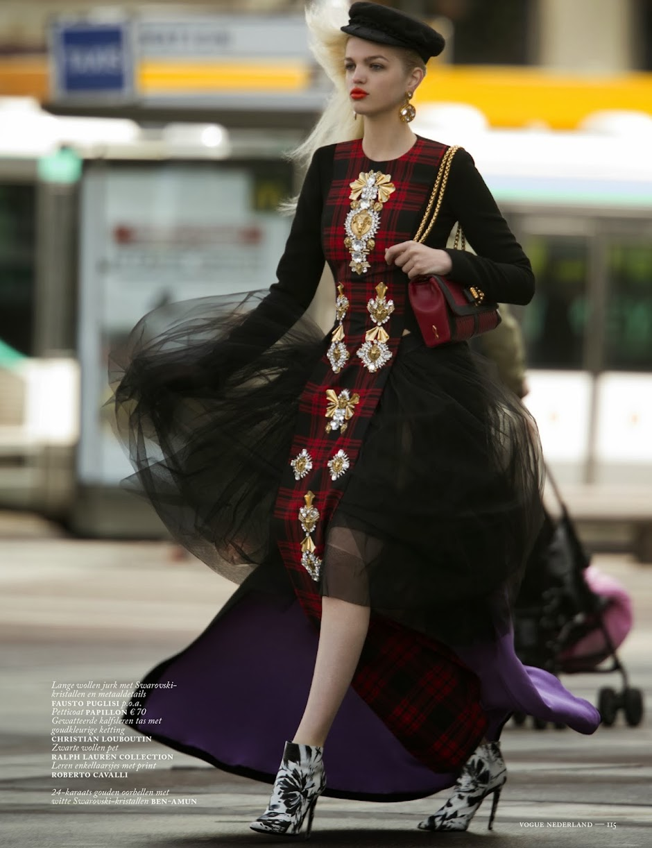 The Face - Página 31 Daphne+Groeneveld+by+Hans+Feurer+%2528Clash+Of+The+Taitans+-+Vogue+Netherlands+October+2013%2529+6