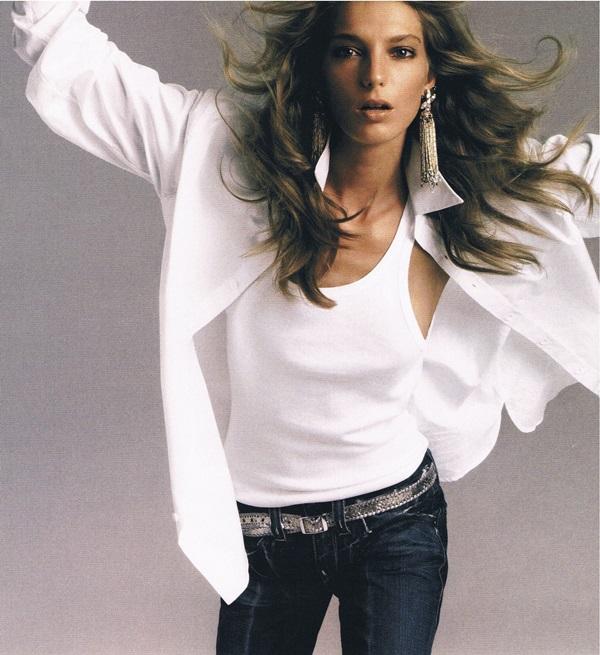 white shirt. blue jeans. daria werbowy