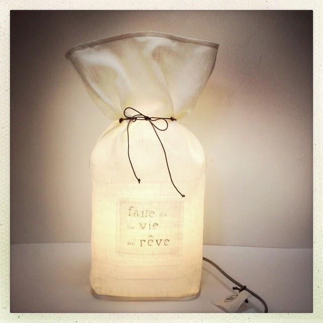 Lampe réalisée de manière artisanale à Aix en Provence avec du lin français - Homologation CE