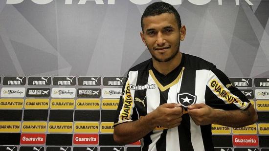 Em 2014, atacante Rogério teve passagem pelo Botafogo no segundo semestre