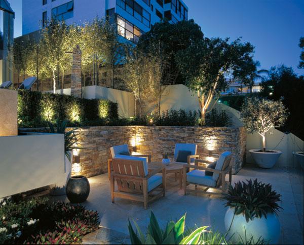 ideias jardim exterior:Back Yard Landscape Lighting Ideas