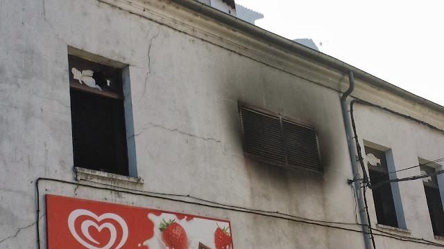 fachada del almacen de congelados incendiado