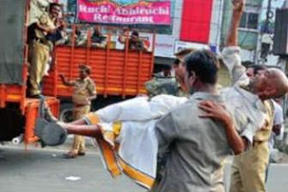 Apro-Telangana protester is carried away by the police the Samara Deeksha