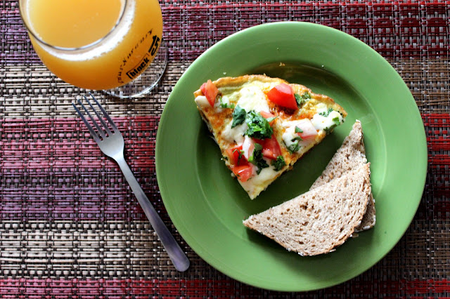 Chipotle Sausage, Scallion, and Tomato Frittata | A Hoppy Medium