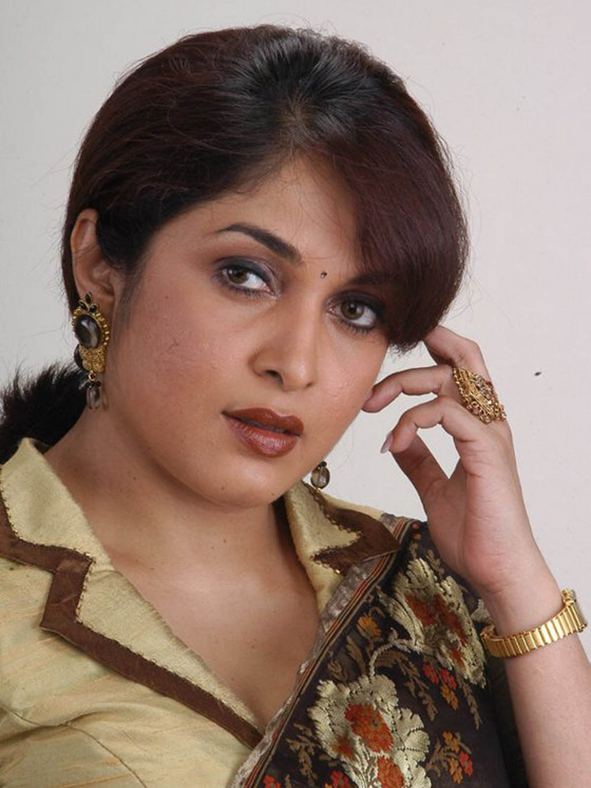 ramya krishnan Tamil television actress priyanka, known for her portrayal of jothika in the series,  vamsam that also stars ramya krishnan, has committed.