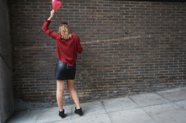 chloeschlothes - ballon rouge et look de soiree