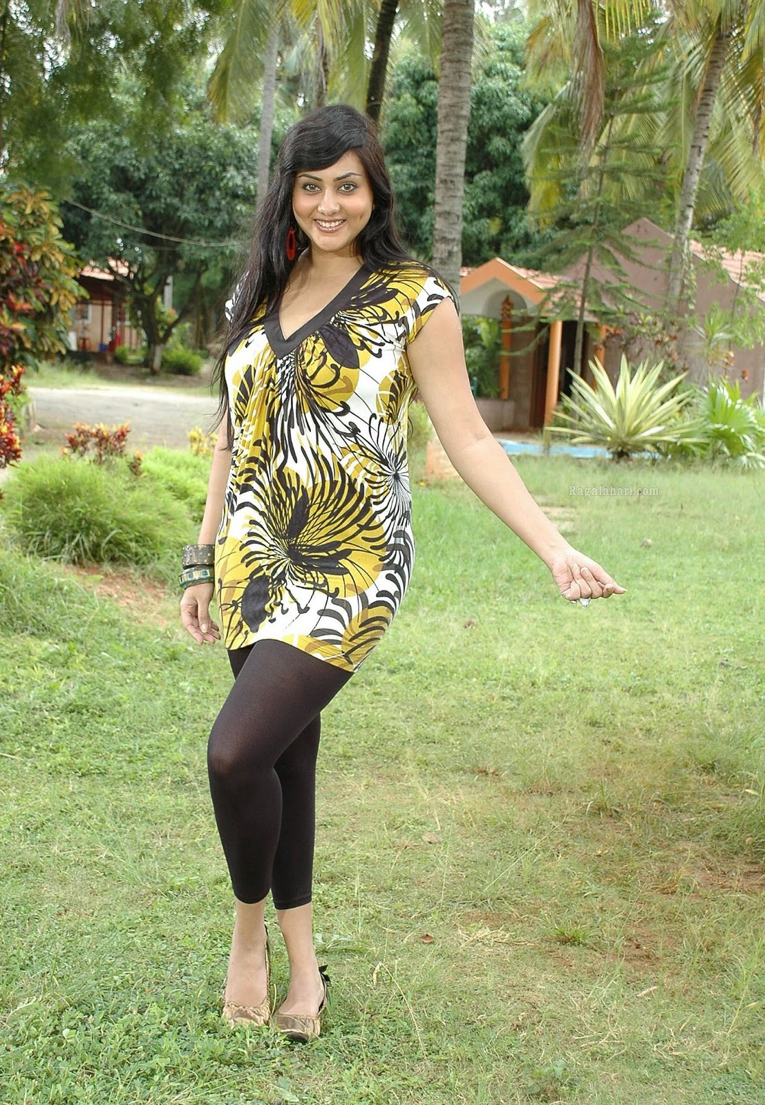 http://4.bp.blogspot.com/-19cLB-4YWc0/Tsdwej_VVQI/AAAAAAAAJMM/K69mZke6bHM/s1600/Namitha+new+movie+hot+stills.jpg