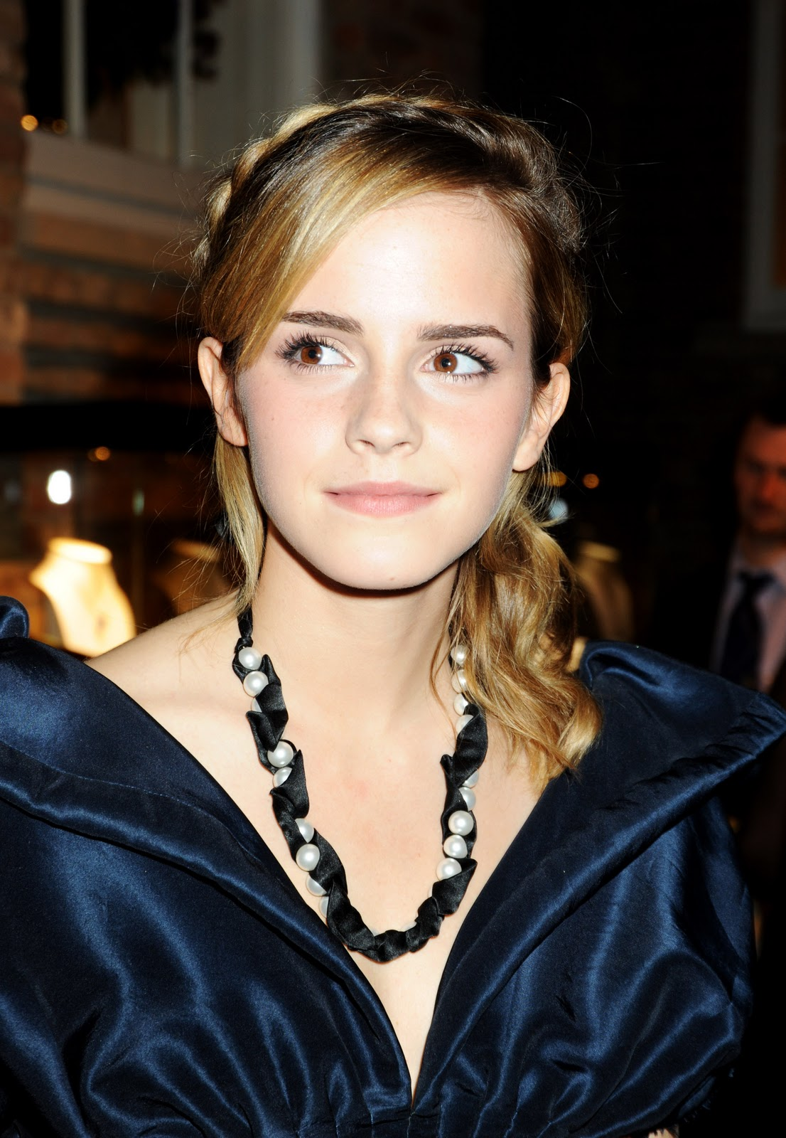 http://4.bp.blogspot.com/-19eIZCE8NPg/Tt-0YUvqJuI/AAAAAAAADH0/Zv2-lH3hxSU/s1600/Girl+Hairstyle%252C+Photo+Gallery%252C+Emma+Watson+Hairstyles%252C+Celebrity+Emma+Watson+Hairstyles%252C+Emma+Watson+Hairstyles+Photo%252C+Latest+Emma+Watson+Hairstyles%252C+Emma+Watson+Hairstyles+Cutting+%252858%2529.jpg