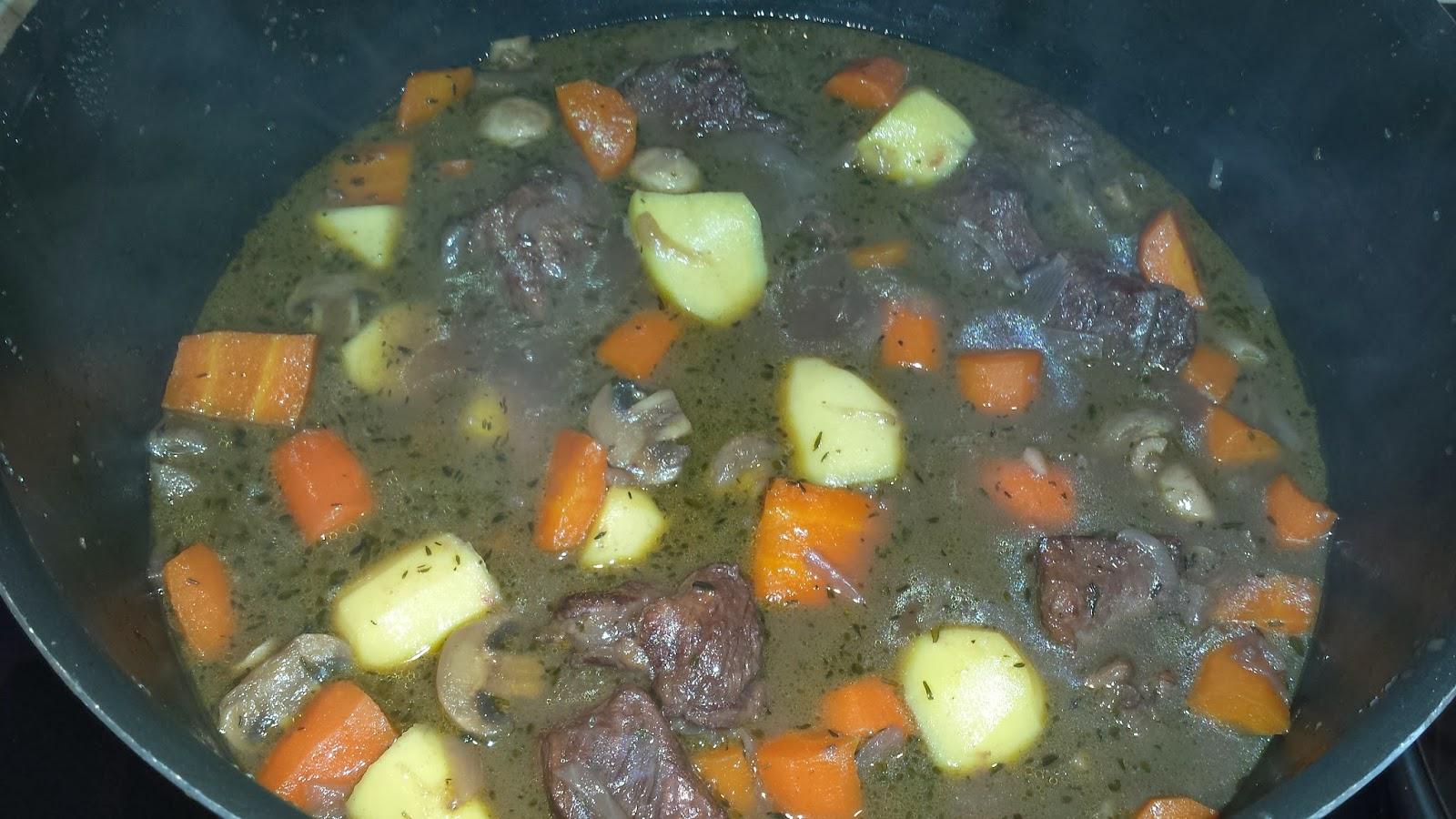 La p 39 tite cuisine de val b uf bourguignon ma fa on - Quel vin pour cuisiner un boeuf bourguignon ...