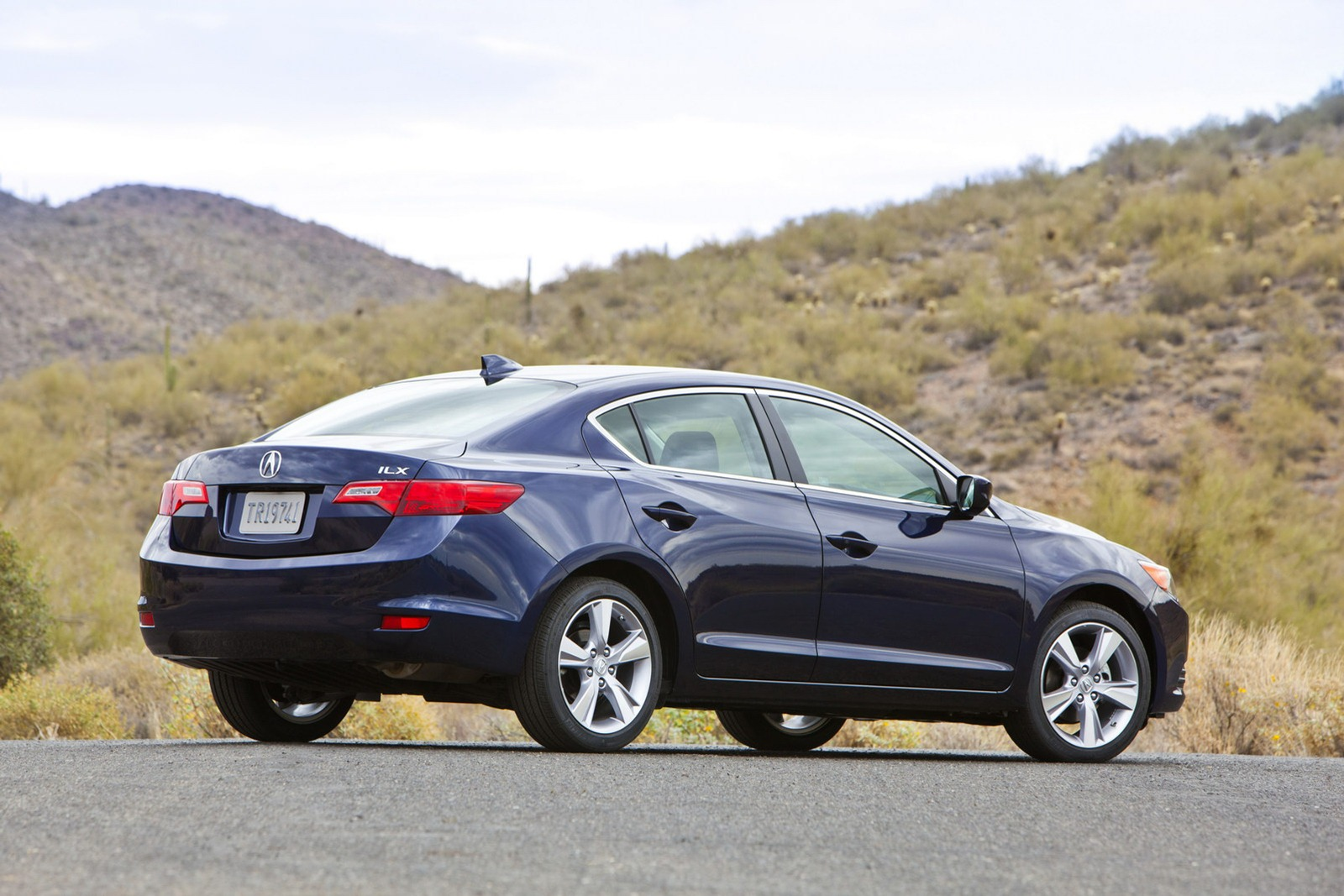 2013 acura ilx and 2012 honda cr v recalled because doors. Black Bedroom Furniture Sets. Home Design Ideas