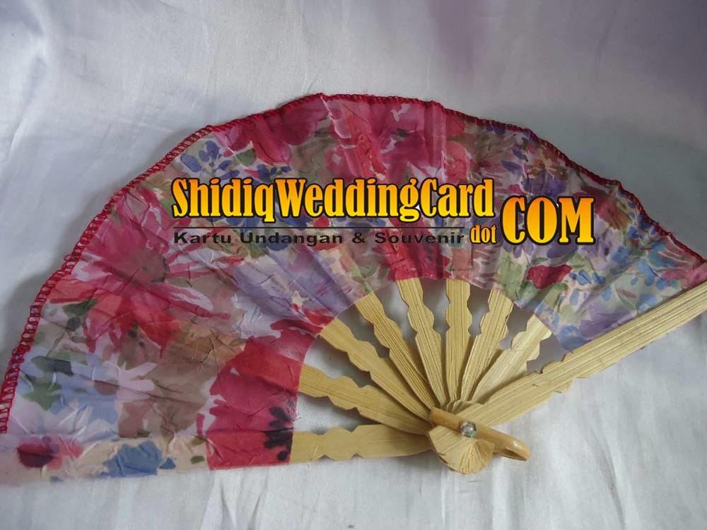 http://www.shidiqweddingcard.com/2014/02/souvenir-kipas-besar.html