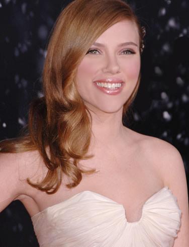 Scarlett_Johansson_smiling_pose