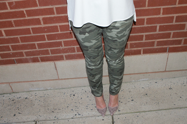 fall outfit, fall outfit ideas, my style, naturally me, camo, camo pants, Gap camo pants, heels