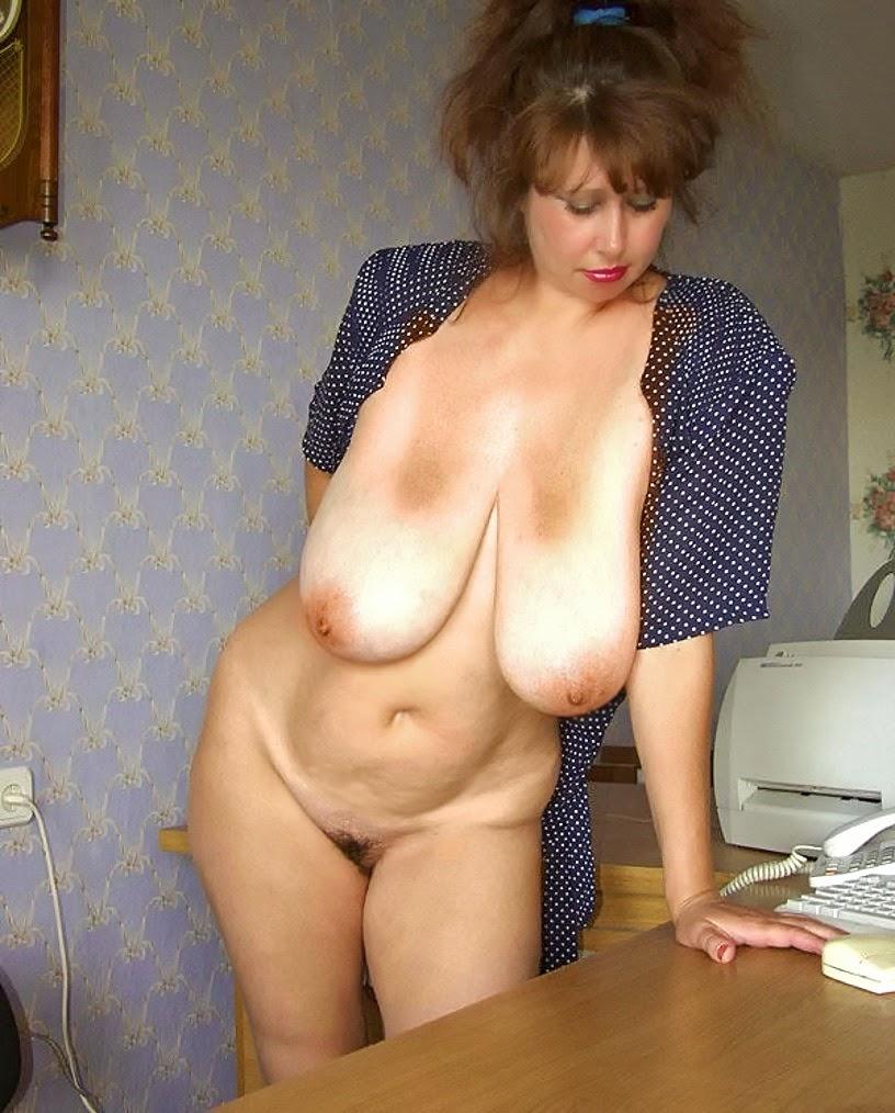 Nackt Bilder : Alte und sehr großbusige Milf   nackter arsch.com