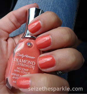 Sally Hansen Diamond Strength Polish in Rock' n Wedding