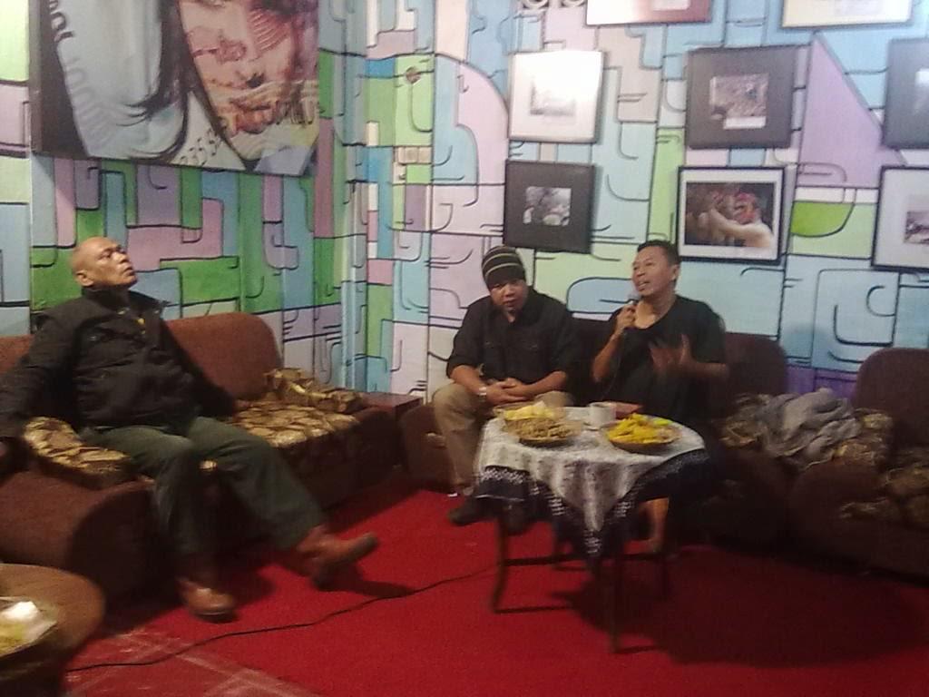 Diskusi Jurnalisme Zombie di Kafe EsEm - Wonosobo