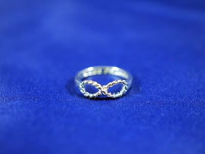 Rings & Tings, anillo