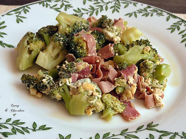 Brócoli con jamón cocido y huevo – Broccoli, ham and scrambled eggs