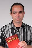 Douglas Silva e o livro Vozes da Alma