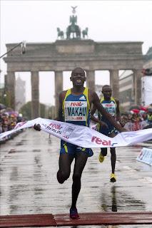 ATLETISMO-Makau batió el récord mundial