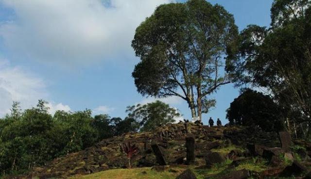 Tim Peneliti Situs Gunung Padang temukan teknologi dahsyat yang terkandung di lapisan terdalamnya.