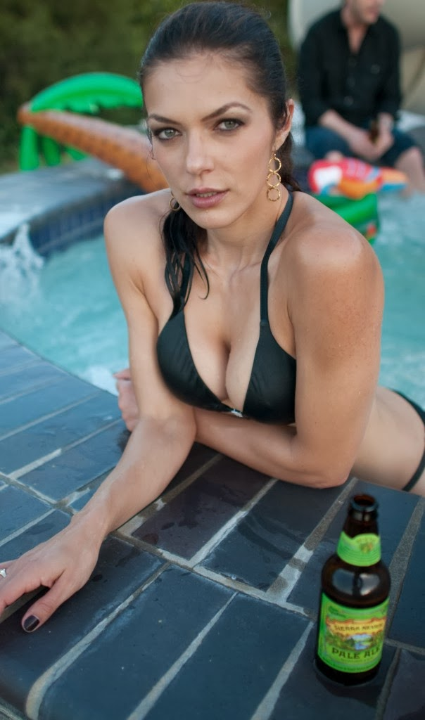 Adrianne Curry Updates her new Bikini Images on Twitter