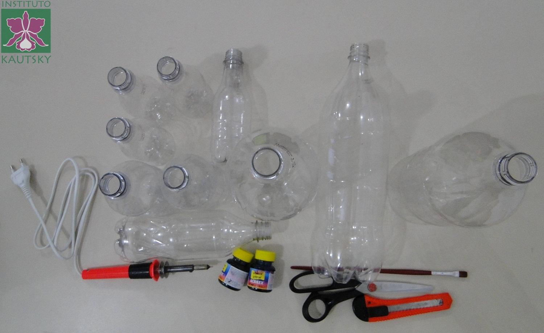 Instituto Pedro Cozzi  Espaço DAR VIDA Kit para banheiro feito com garrafas -> Como Fazer Armario De Banheiro Reciclado