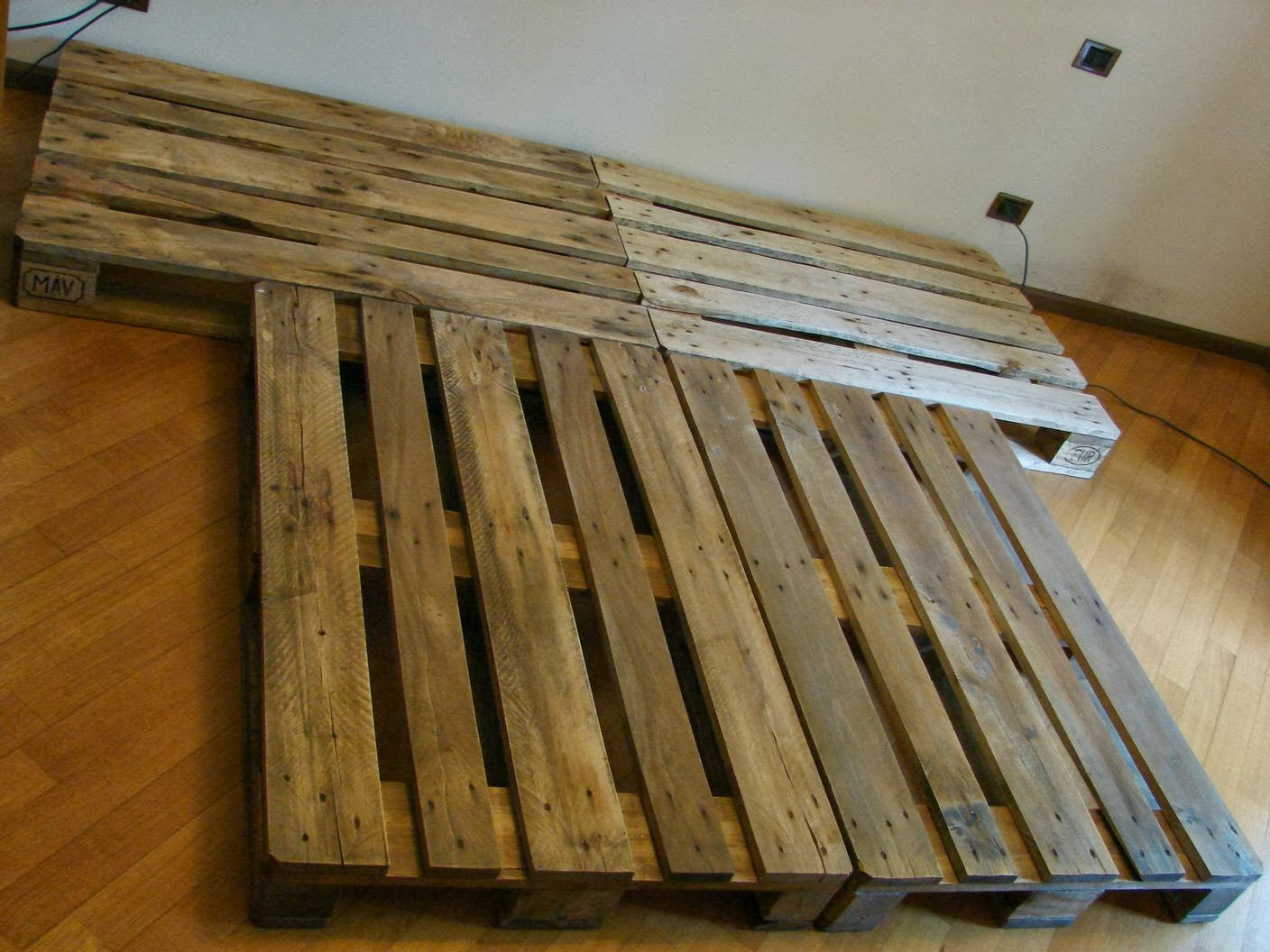 wearecomplicated letto con pallet bancali