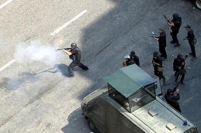 صور تُنشر لأول مرة لأحداث ميدان الجيزة ونفق الهرم أثناء مذبحة الفض 1453322_10202609917149569_1265027057_n