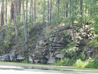 Скалистые берега реки