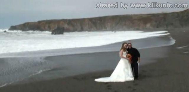 http://4.bp.blogspot.com/-1CmYxYJsOXI/TXiVxhRfPlI/AAAAAAAAQpI/l9K6IqOuVMU/s1600/wedding_splashes_640_09.jpg