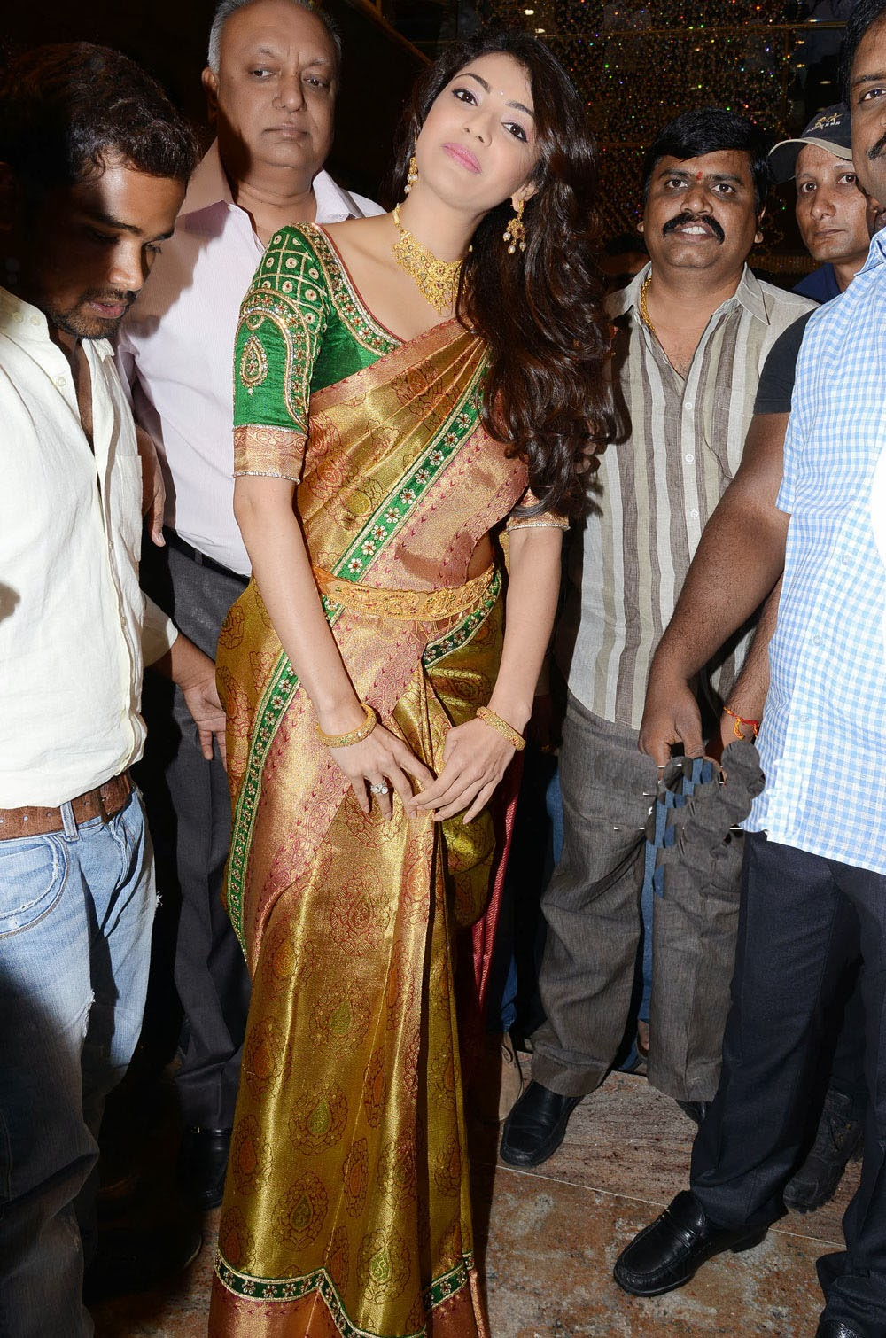 Kajal Agarwal at chennai store launch, Kajal Agarwal navel in saree