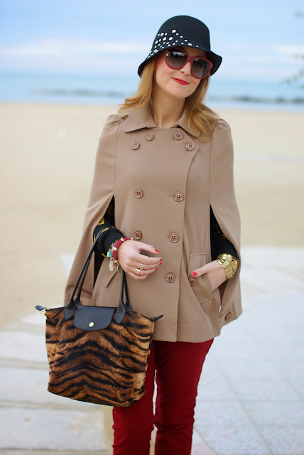 Longchamp Le Pliage tigre bag, Persunmall cape, Fashion and Cookies, fashion blogger