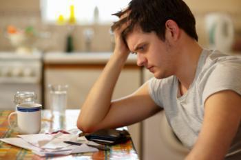 كيف تتعاملين مع زوجك وحبيبك وهو حزين ومحبط  - sad depressed man