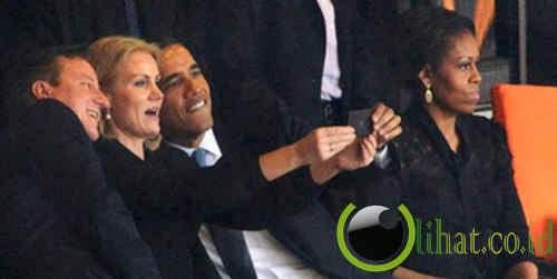 Obama foto selfie saat upacara peringatan wafatnya Nelson Mandela