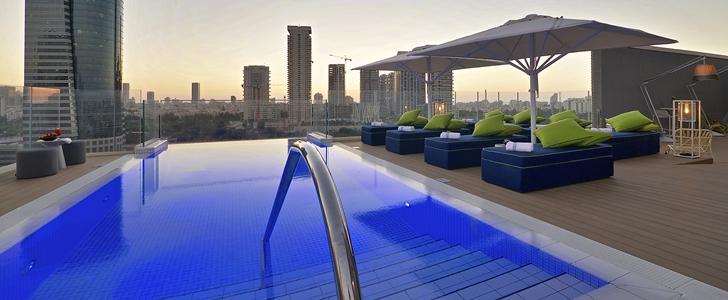 Swimming pool in Hotel Indigo in Tel Aviv