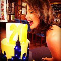 Robin (Cobie Smulders) con la tarta de la celebración de 200 capitulos