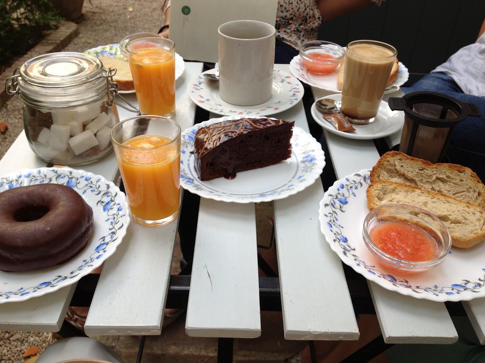 Una mesa para dos o m s 2 un desayuno rom ntico for Mesa desayuno