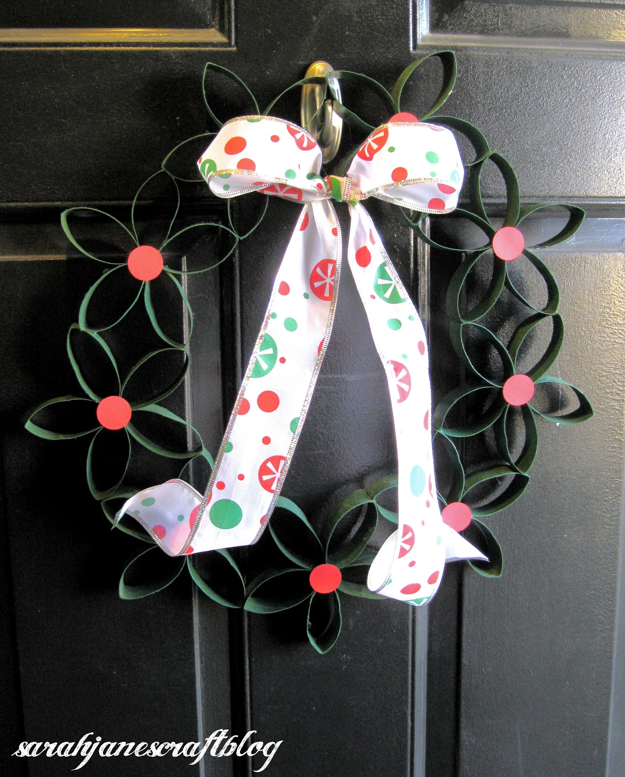 Sarah jane 39 s craft blog cardboard tube christmas wreath for Where to buy cardboard tubes for craft