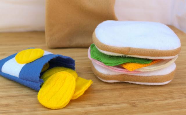imitación de bolsa de patatas y sandwich hechos con fieltro