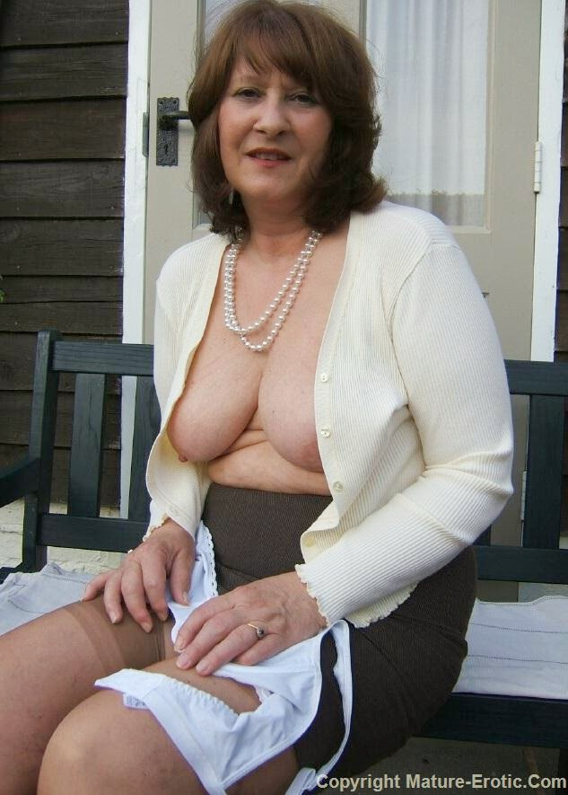 Busty nude picture blog
