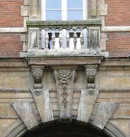 Balcon du pavillon du Roi Place des Vosges à paris