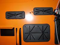 Detalle interior de las guías para el cableado del chasis de PC Xpredator de Aerocool. Tecnoculturas.com/José Carlos Pedrouzo Varela