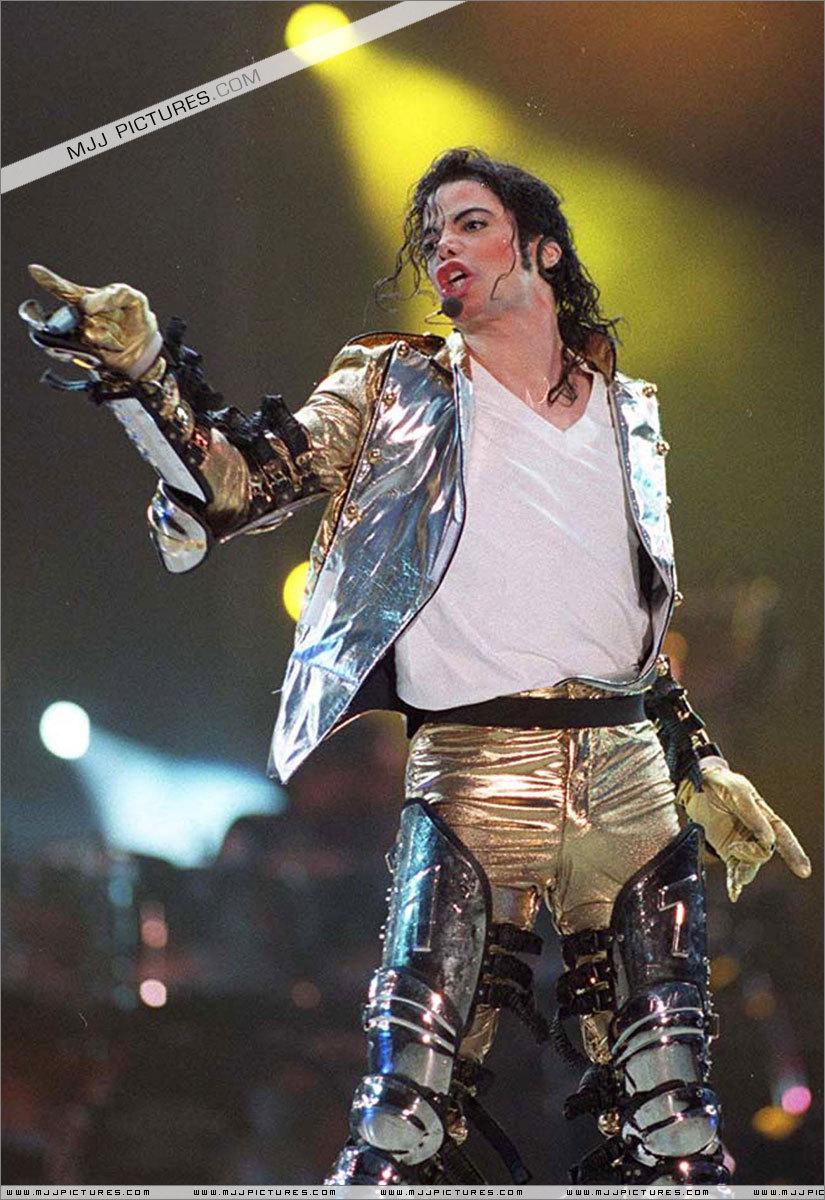 HISTORY TOUR  MJ-History-World-Tour-michael-jackson-7231493-825-1200%255B1%255D
