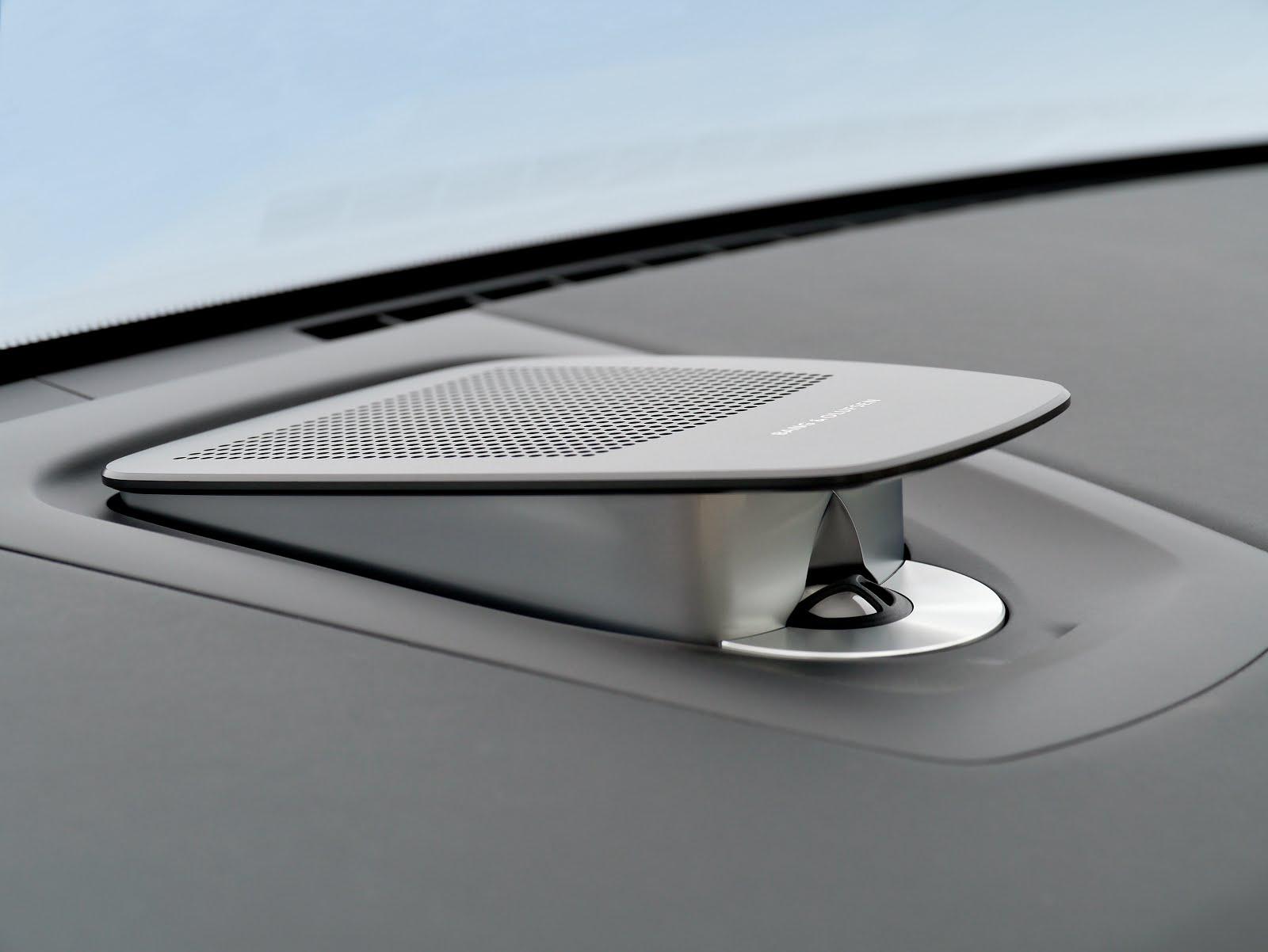 voiture communicante un haut parleur central et escamotable bord de la bmw s rie 7. Black Bedroom Furniture Sets. Home Design Ideas